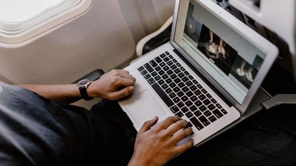 """Cấm vận chuyển máy tính Macbook Pro 15 """"inh"""" trên máy bay"""